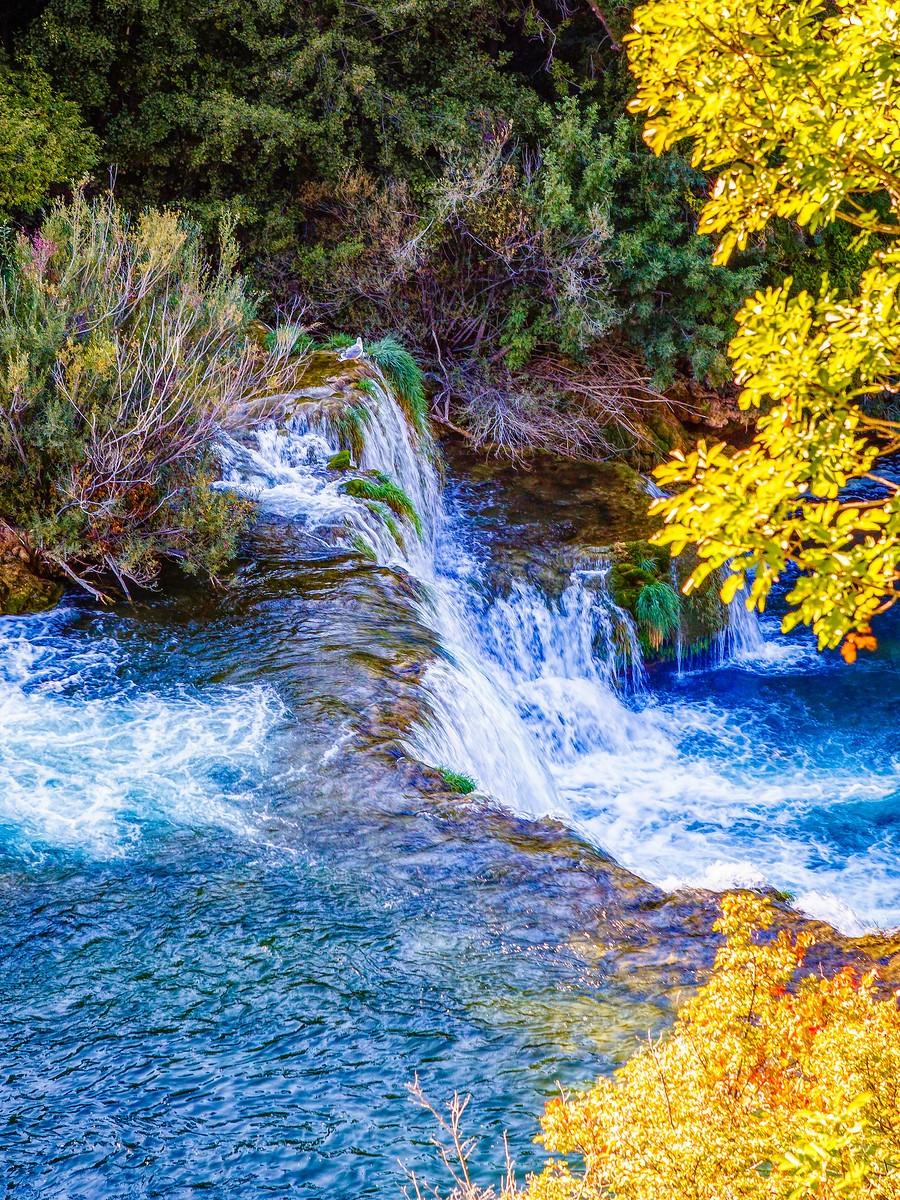 克罗地亚克尔卡国家公园(Krka National Park),走在瀑布傍_图1-27