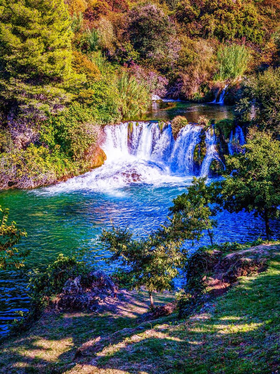 克罗地亚克尔卡国家公园(Krka National Park),走在瀑布傍_图1-26