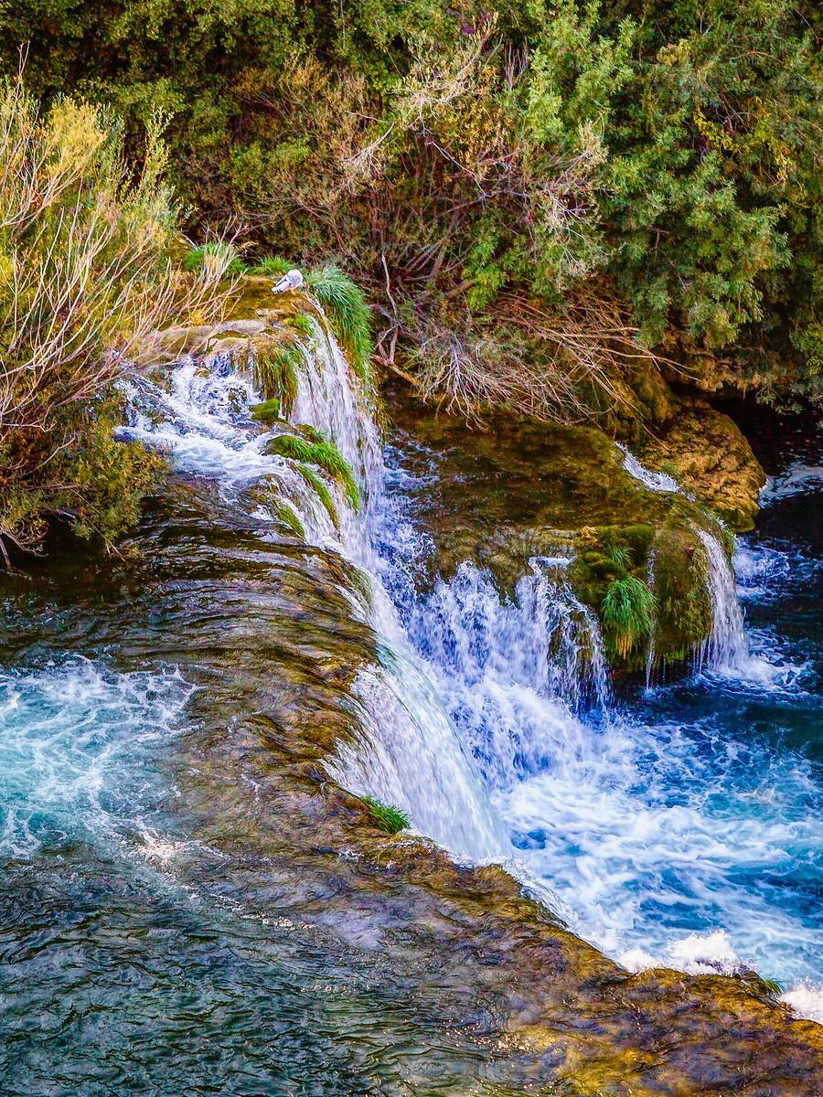 克罗地亚克尔卡国家公园(Krka National Park),走在瀑布傍_图1-25