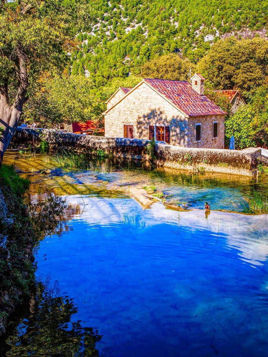 克罗地亚克尔卡国家公园(Krka National Park),走在瀑布傍_图1-24