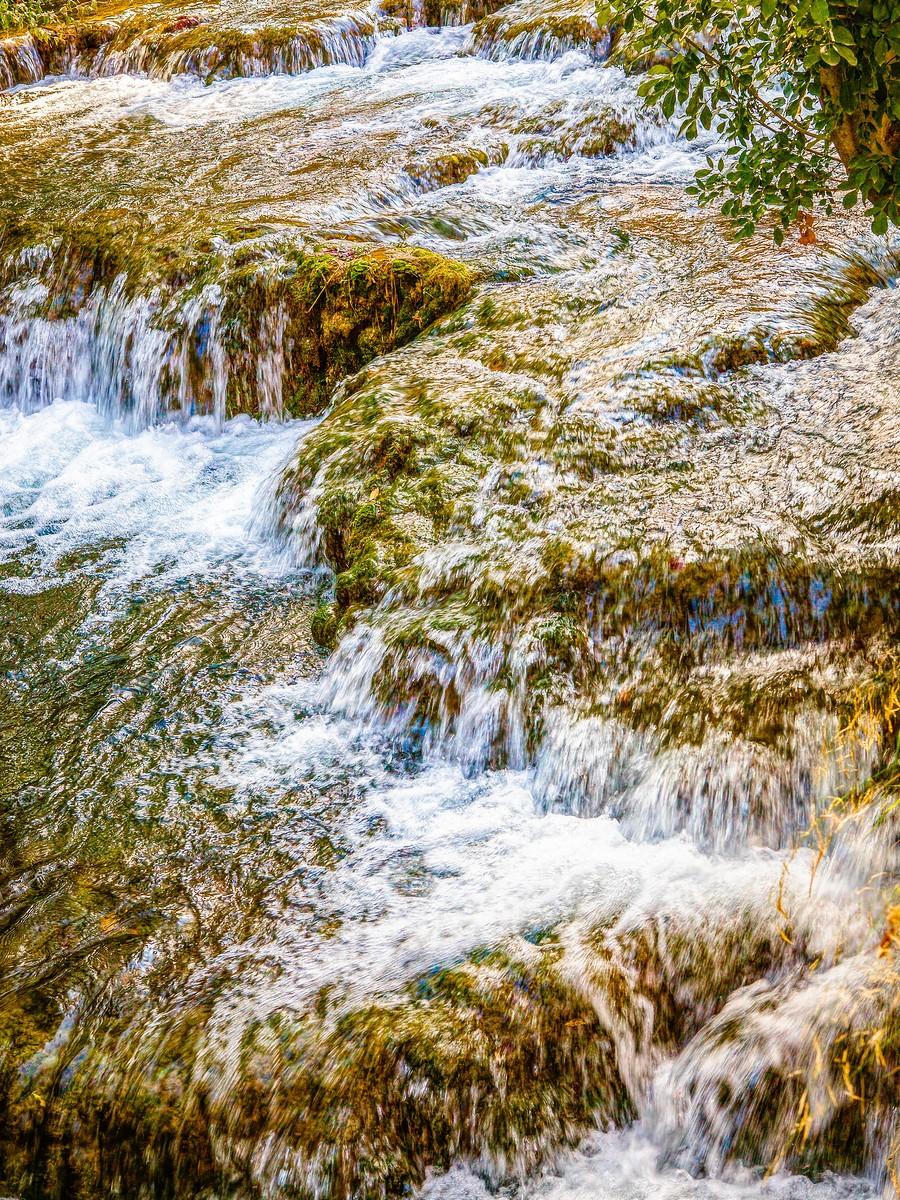克罗地亚克尔卡国家公园(Krka National Park),走在瀑布傍_图1-19