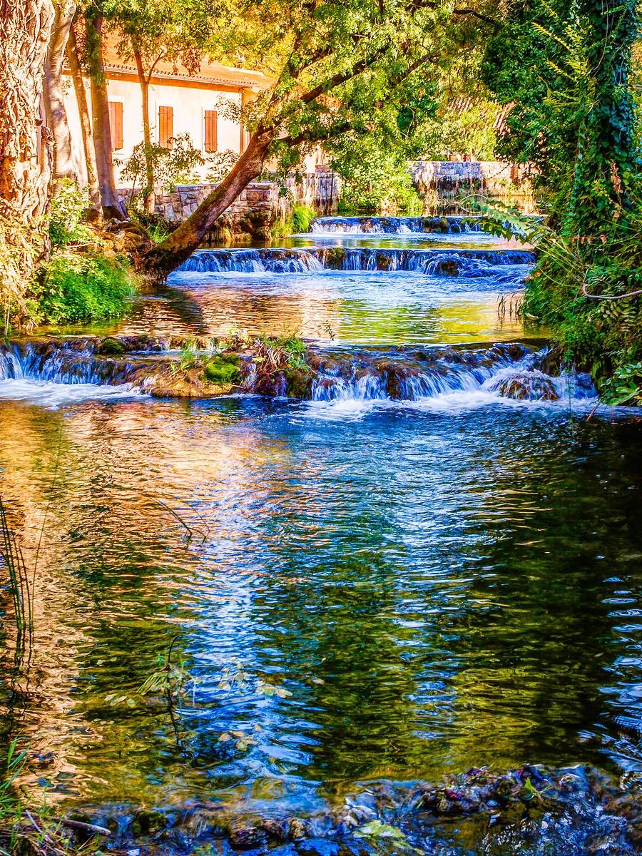 克罗地亚克尔卡国家公园(Krka National Park),走在瀑布傍_图1-1