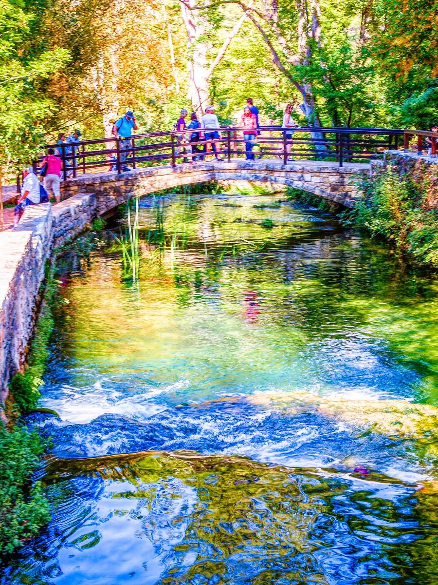 克罗地亚克尔卡国家公园(Krka National Park),走在瀑布傍_图1-4