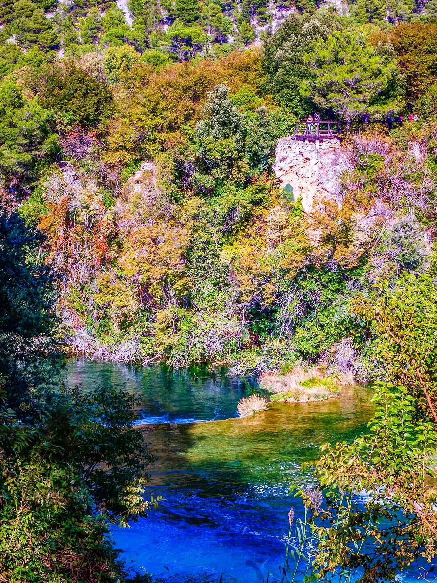 克罗地亚克尔卡国家公园(Krka National Park),走在瀑布傍_图1-3