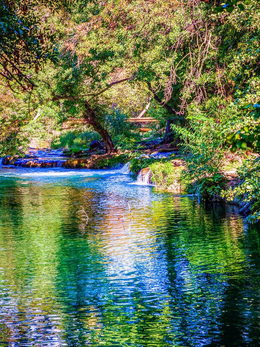 克罗地亚克尔卡国家公园(Krka National Park),走在瀑布傍_图1-17