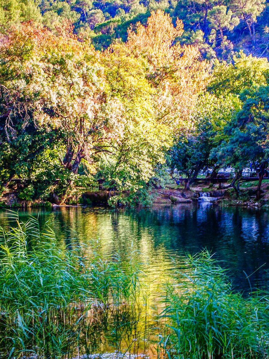 克罗地亚克尔卡国家公园(Krka National Park),走在瀑布傍_图1-10