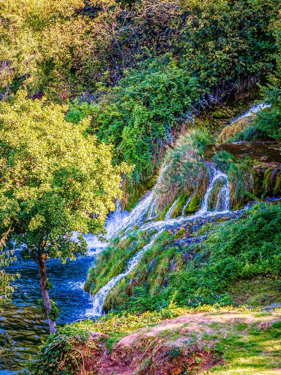 克罗地亚克尔卡国家公园(Krka National Park),走在瀑布傍_图1-9