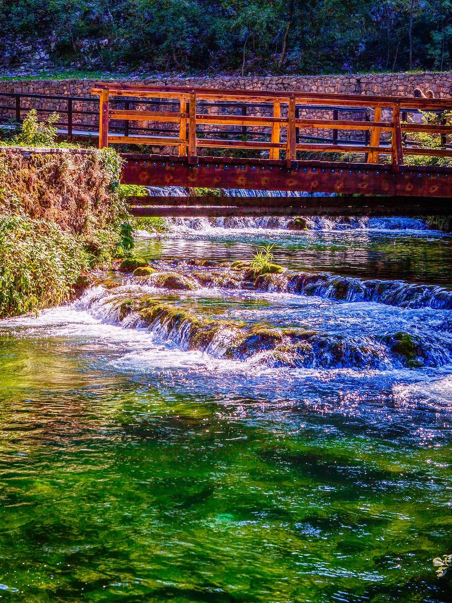 克罗地亚克尔卡国家公园(Krka National Park),走在瀑布傍_图1-16