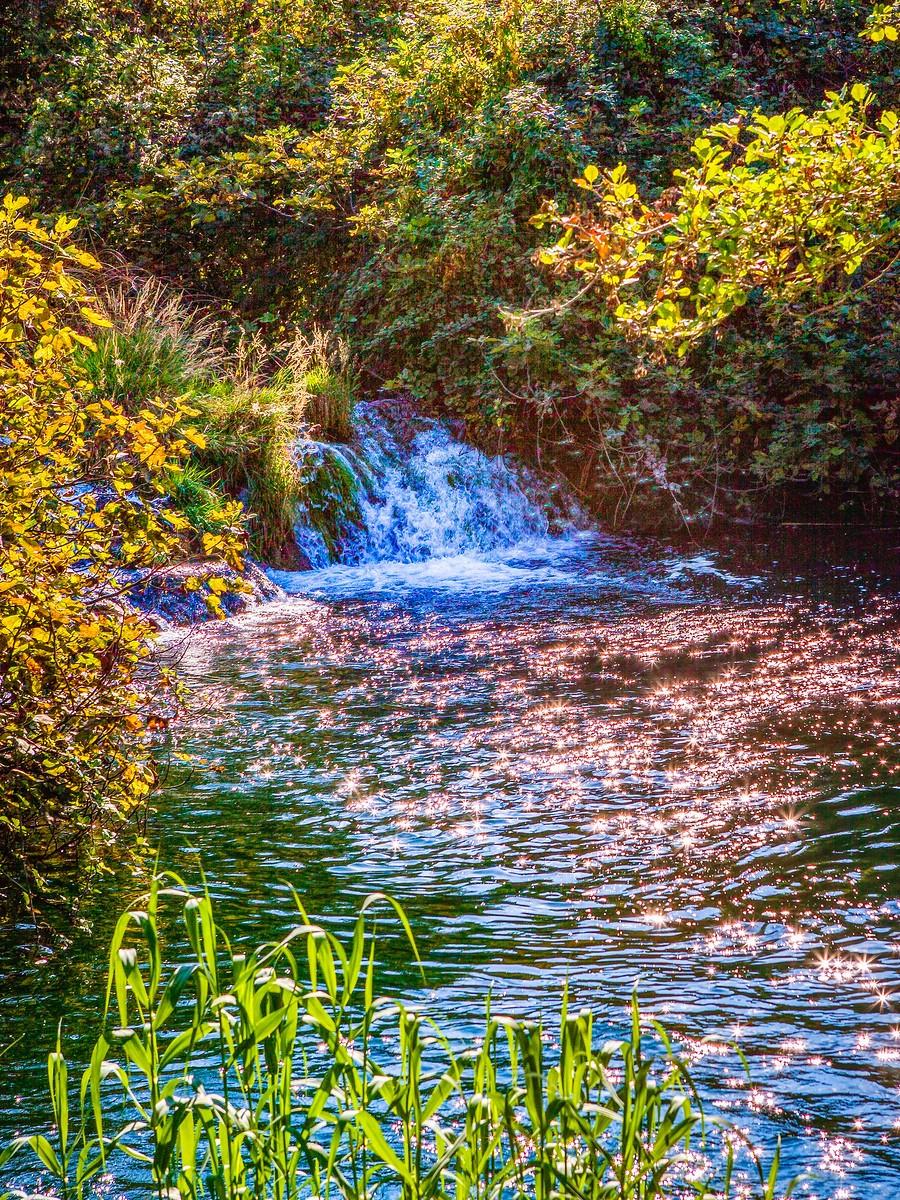 克罗地亚克尔卡国家公园(Krka National Park),走在瀑布傍_图1-13