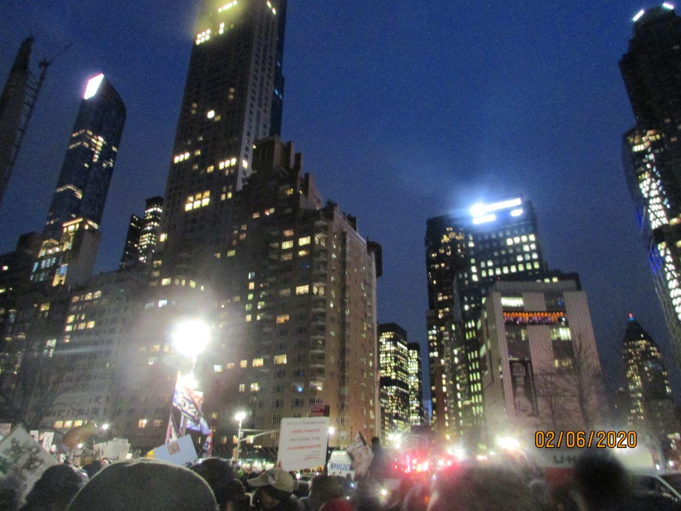 纽约市2月5日的创普弹劾案集会游行_图1-2