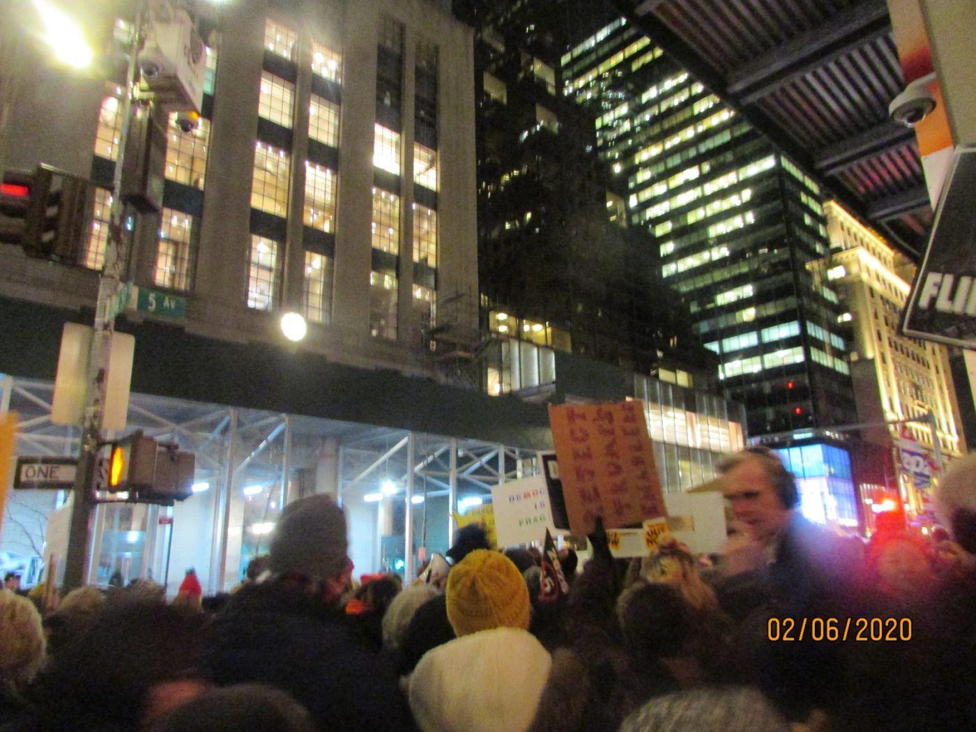 纽约市2月5日的创普弹劾案集会游行_图1-4