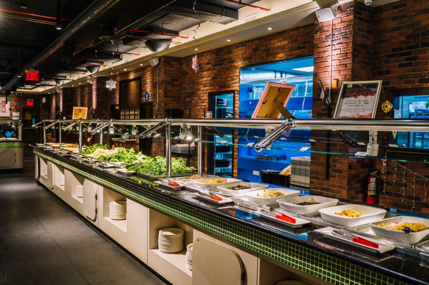 """央视记者采访纽约法拉盛《品尚火锅城》,""""疫情""""之下的中餐厅现状 ... ... ... ... . ..._图1-7"""