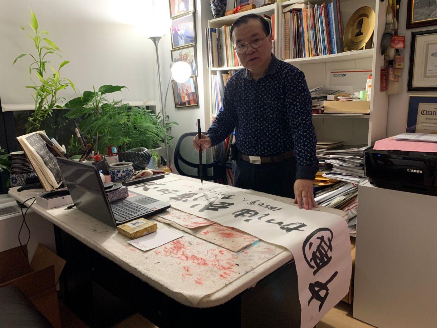 旅美書法家李兆银書寫「中國加油」接力_图1-1