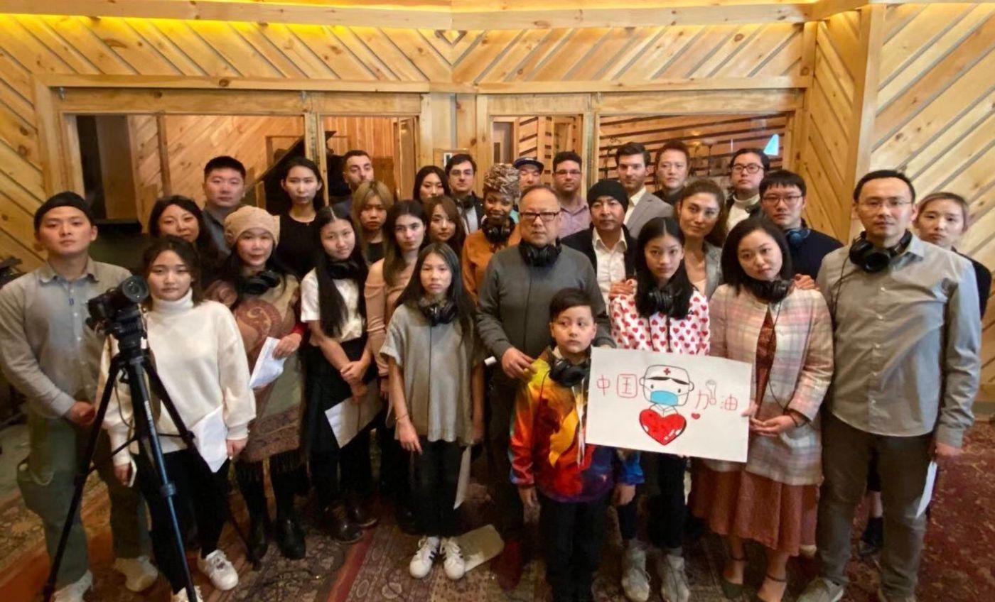 高娓娓:《英雄中国》让亿万人感动到哭泣的抗疫战歌,中美歌手倾情献唱 ... ... ... ... ..._图1-17