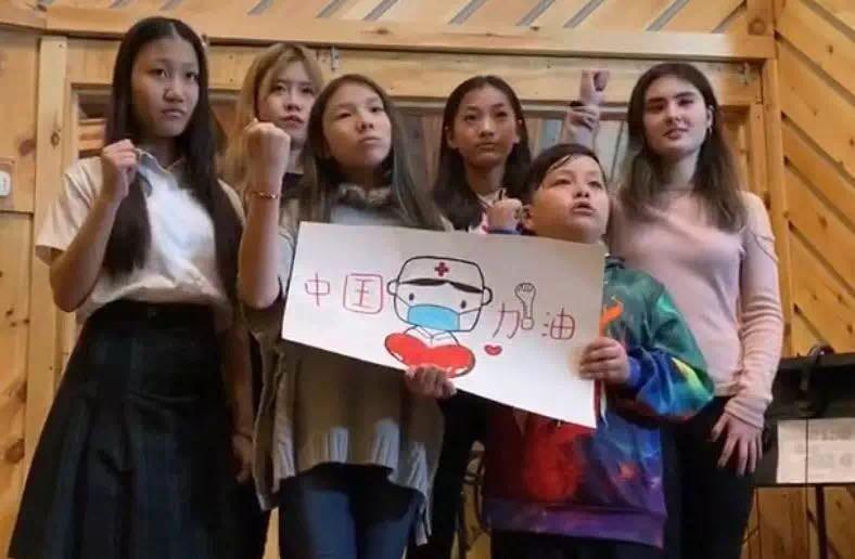 高娓娓:《英雄中国》让亿万人感动到哭泣的抗疫战歌,中美歌手倾情献唱 ... ... ... ... ..._图1-9