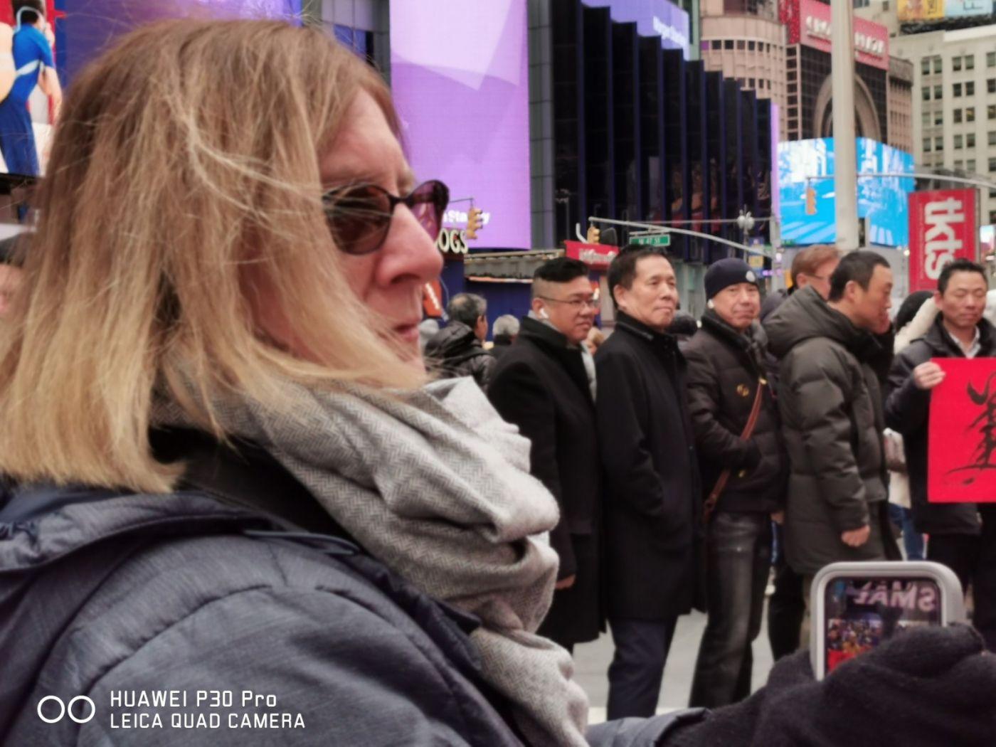 """纽约闽籍侨团时报广场""""中国加油""""为国人鼓劲_图1-16"""