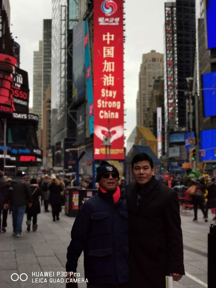 """纽约闽籍侨团时报广场""""中国加油""""为国人鼓劲_图1-20"""