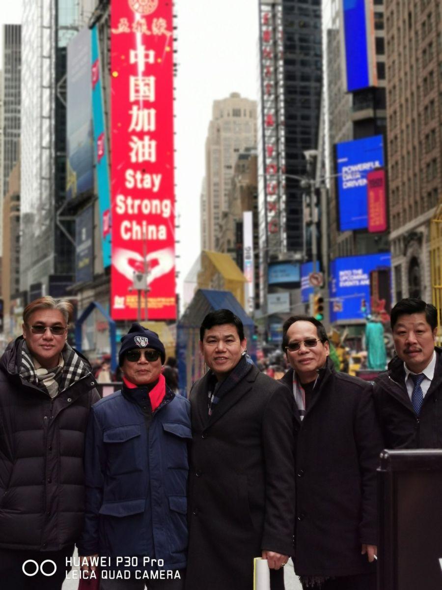 """纽约闽籍侨团时报广场""""中国加油""""为国人鼓劲_图1-21"""