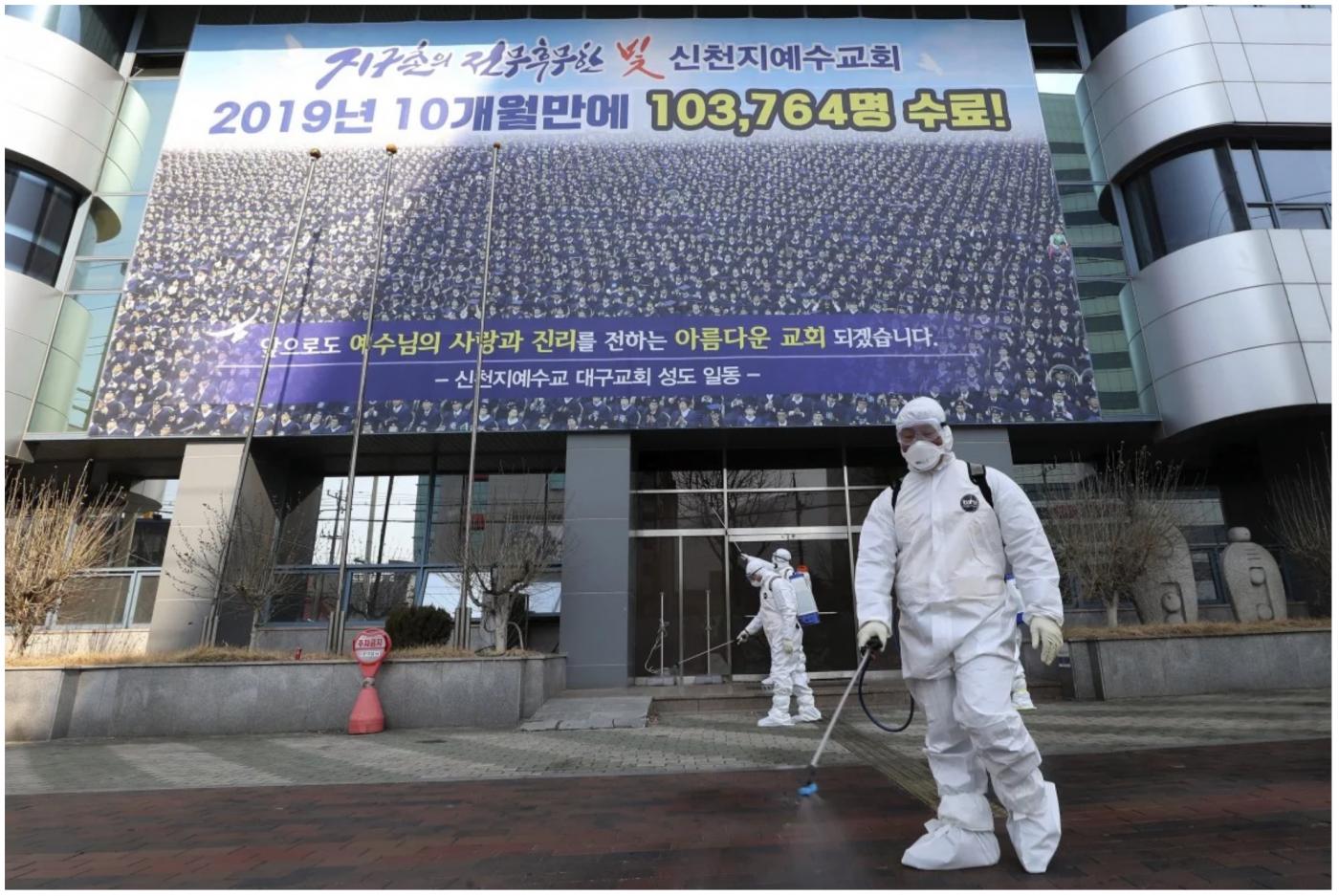 中国境外新增确诊人数首次超过境内_图1-2