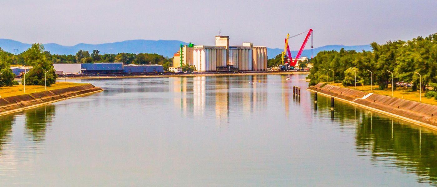 畅游莱茵河,站船头看两岸_图1-5