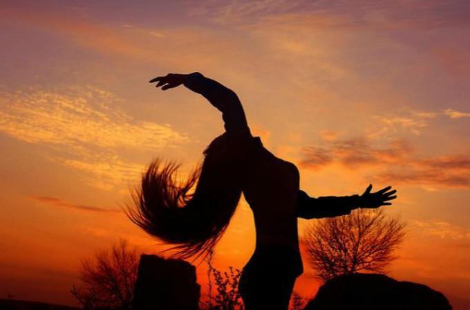 逆风方向,更适合飞翔;我不怕千万人阻挡,只怕自己投降_图1-2