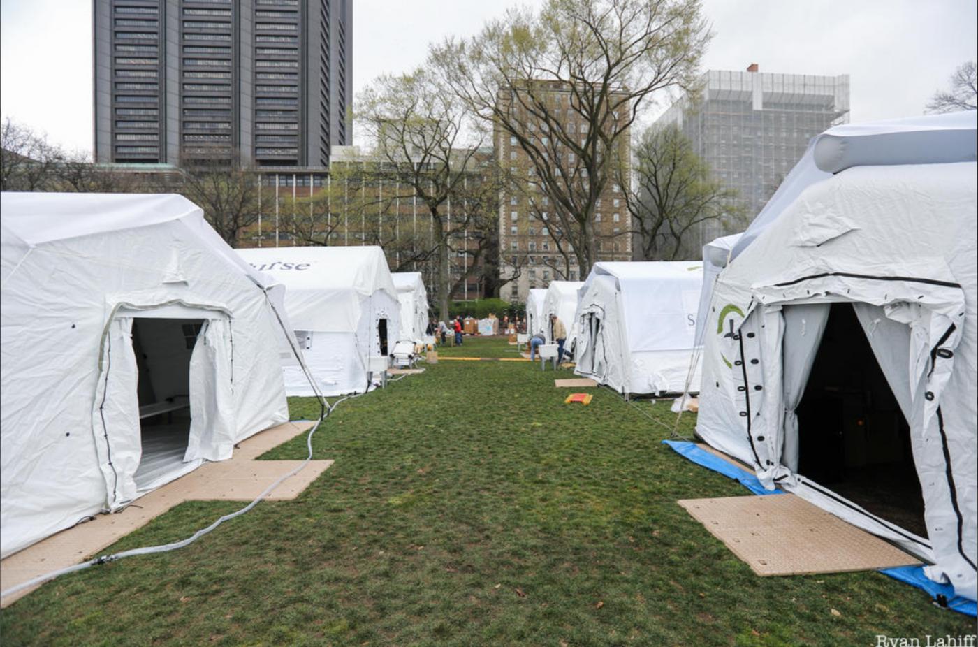 纽约中央公园内2天建成的方舱医院_图1-11