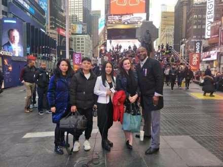 高娓娓疫情日记:纽约确诊超十万,实拍美国疫情一线工作者   中国举国悼念抗疫英雄 ...  ..._图1-8
