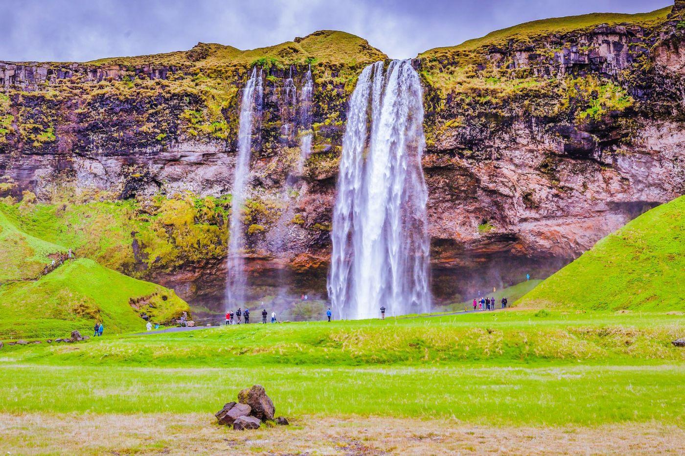 冰岛塞里雅兰瀑布(Seljalandsfoss),飞流直下_图1-1