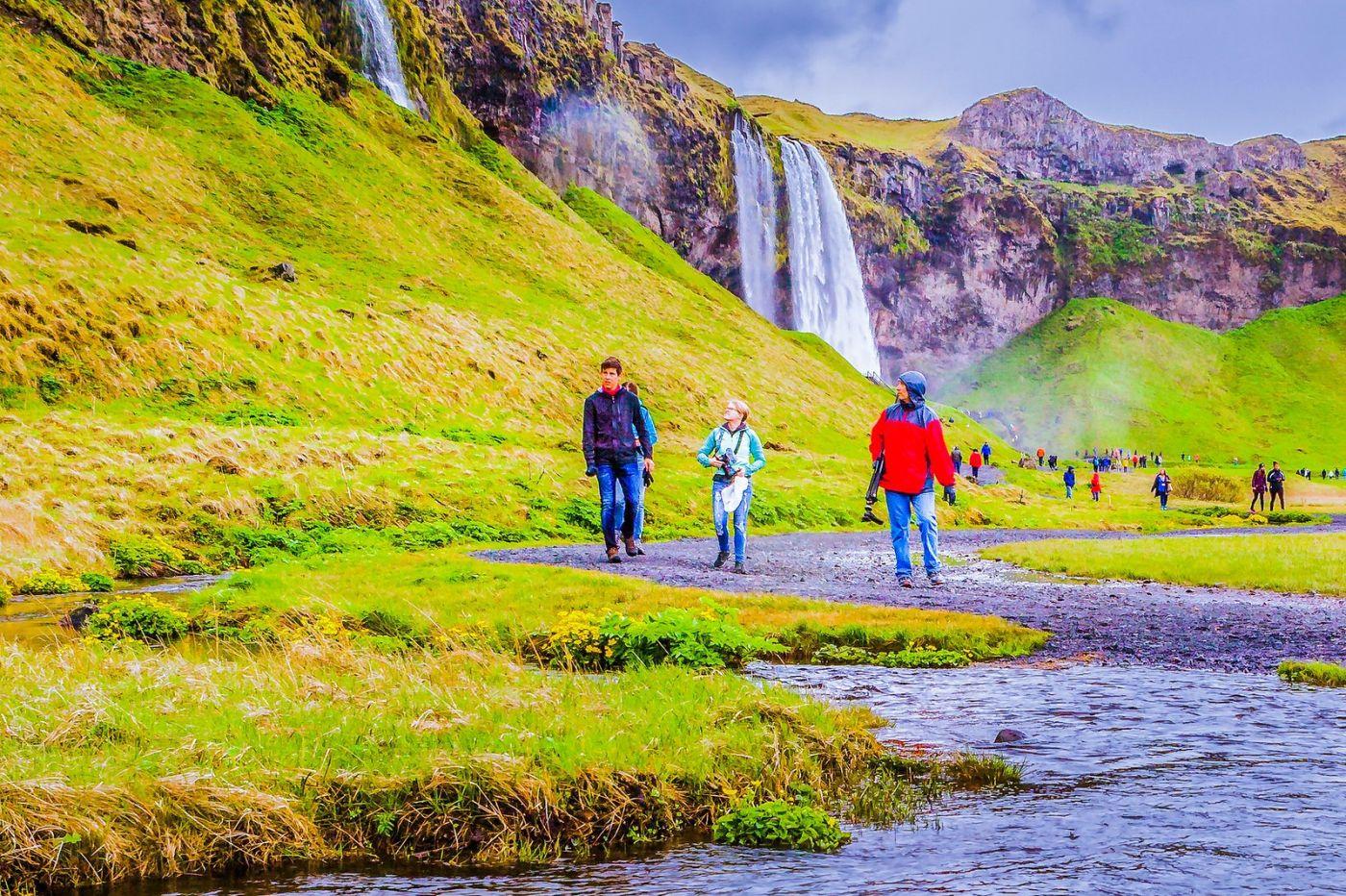冰岛塞里雅兰瀑布(Seljalandsfoss),飞流直下_图1-4