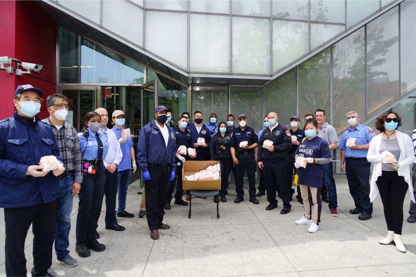 紐約華人僑團及企業家獻愛心捐贈防護物资給市消防局协助抗擊COVID-19疫情 ... ... ... ..._图1-2