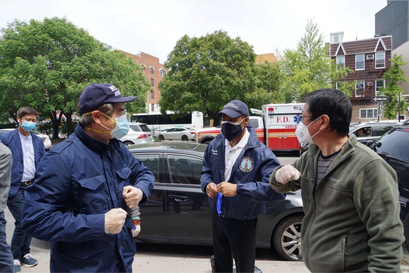 紐約華人僑團及企業家獻愛心捐贈防護物资給市消防局协助抗擊COVID-19疫情 ... ... ... ..._图1-3