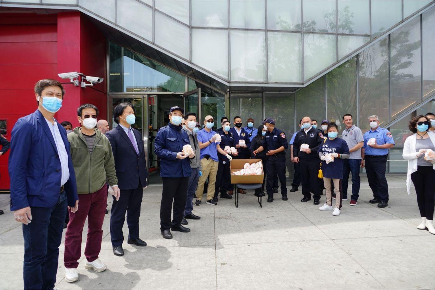 紐約華人僑團及企業家獻愛心捐贈防護物资給市消防局协助抗擊COVID-19疫情 ... ... ... ..._图1-6