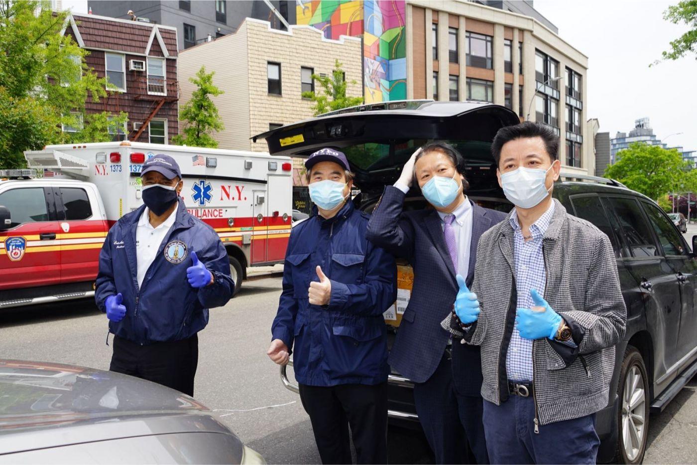 紐約華人僑團及企業家獻愛心捐贈防護物资給市消防局协助抗擊COVID-19疫情 ... ... ... ..._图1-7
