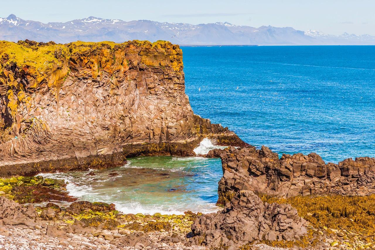 冰岛Arnarstapi,海边的悬崖_图1-2