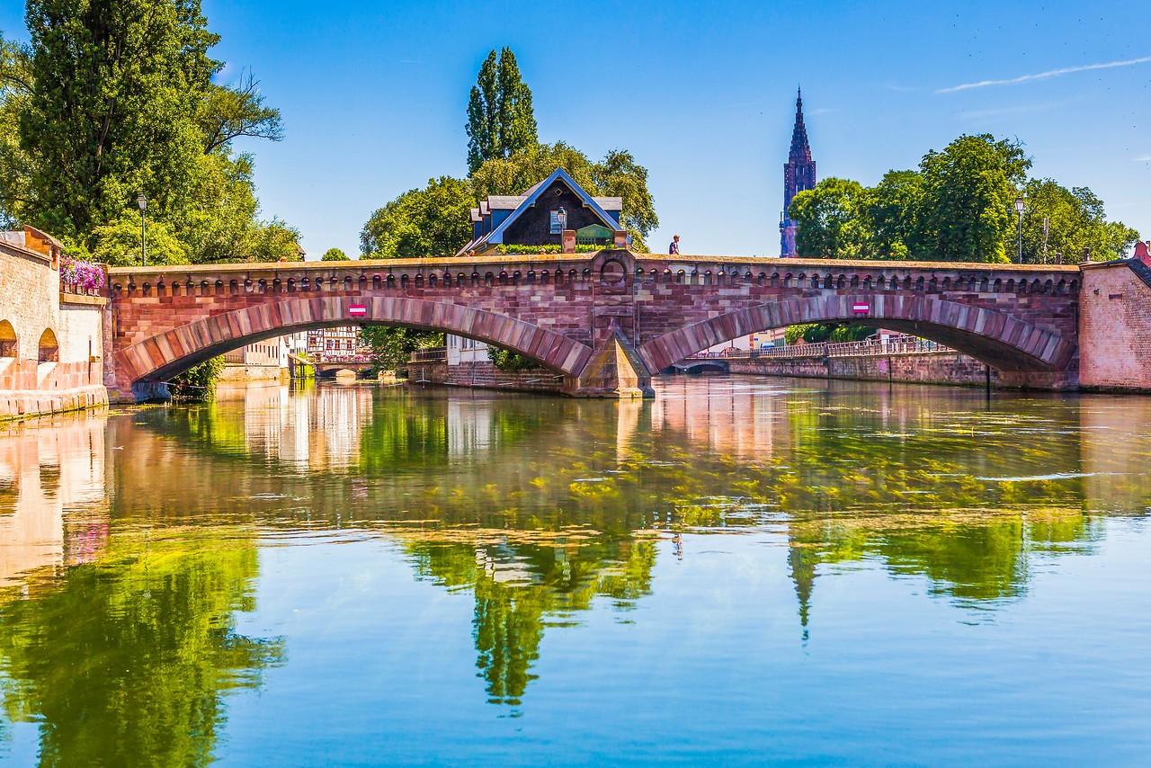 法国斯特拉斯堡(Strasbourg),河边市容_图1-2