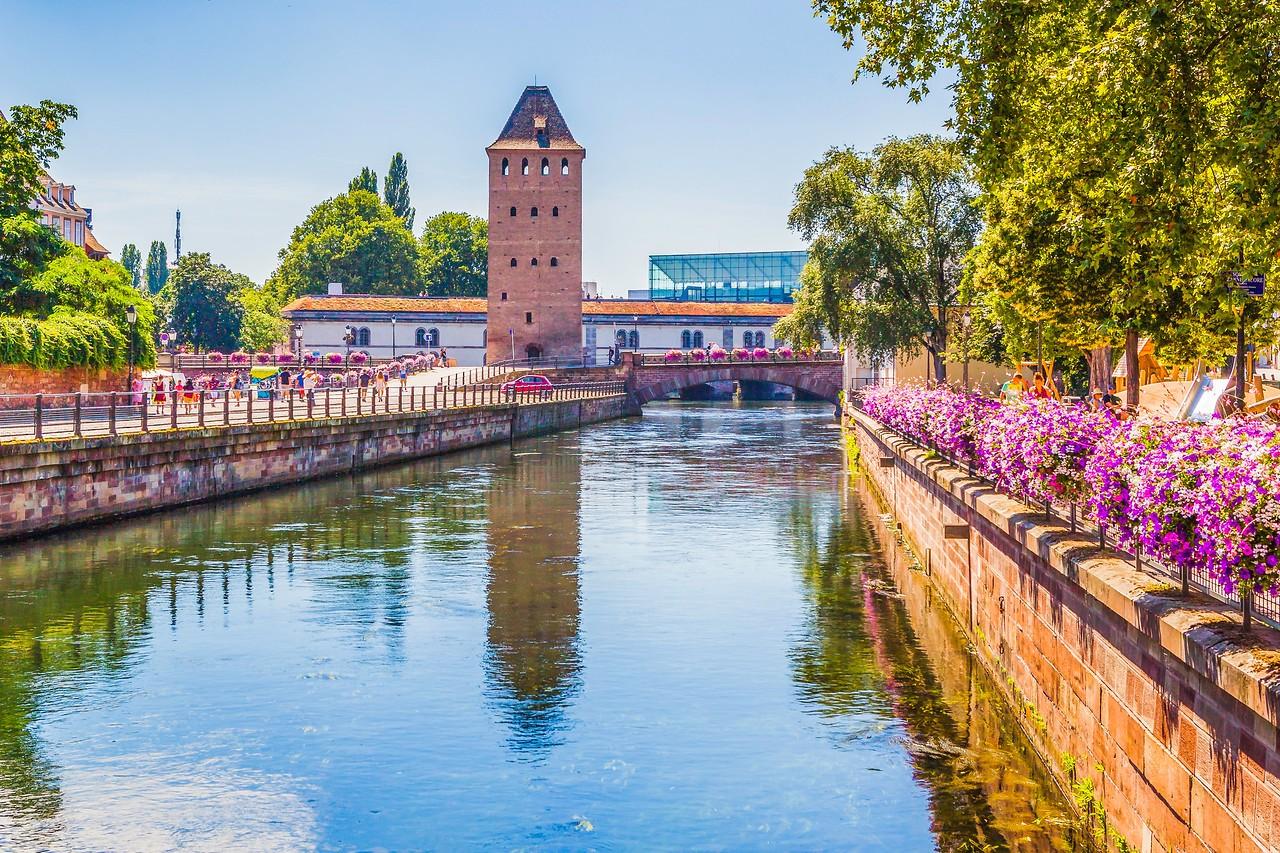 法国斯特拉斯堡(Strasbourg),河边市容_图1-20