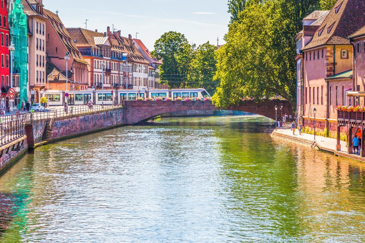 法国斯特拉斯堡(Strasbourg),河边市容_图1-23