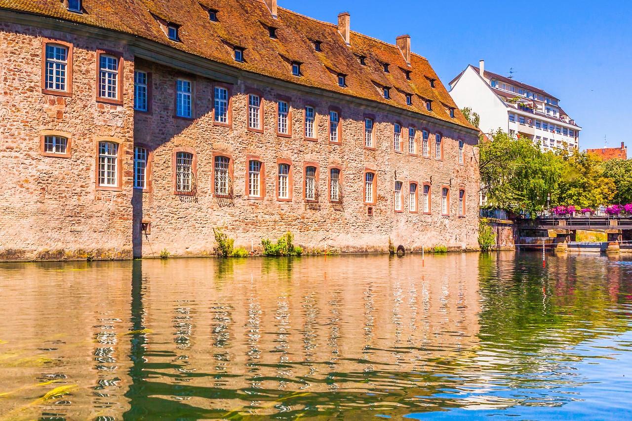 法国斯特拉斯堡(Strasbourg),河边市容_图1-25