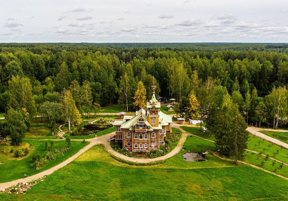 阿斯塔霍沃宫--俄罗斯最美的木制房屋_图1-3