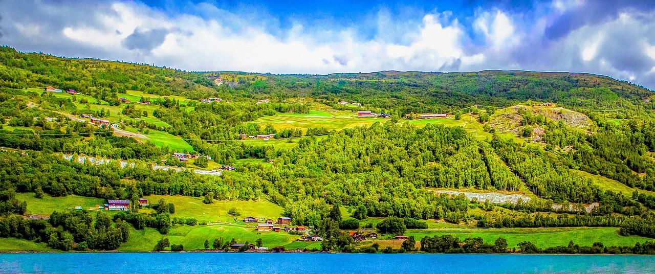 北欧风光,山坡上的家园_图1-2