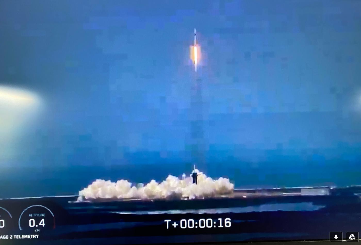 震撼!壮观!SpaceX火箭发射成功_图1-2