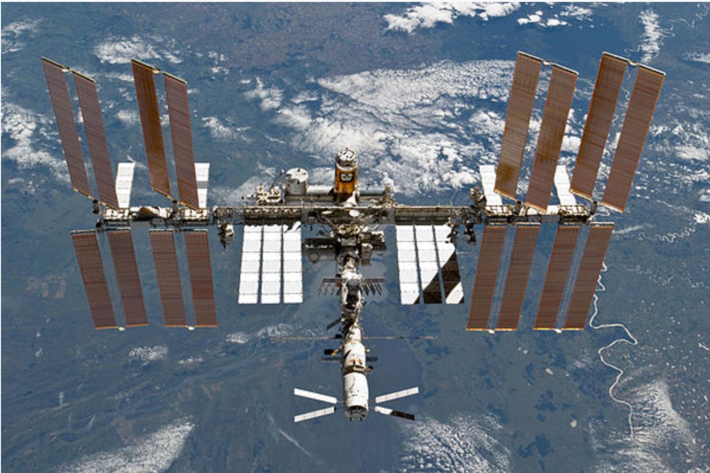 SpaceX太空船与空间站对接成功_图1-1