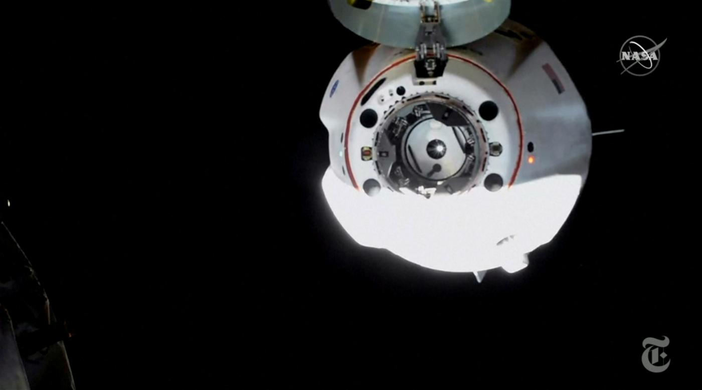 SpaceX太空船与空间站对接成功_图1-3