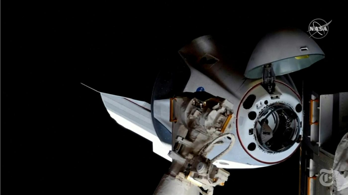 SpaceX太空船与空间站对接成功_图1-4