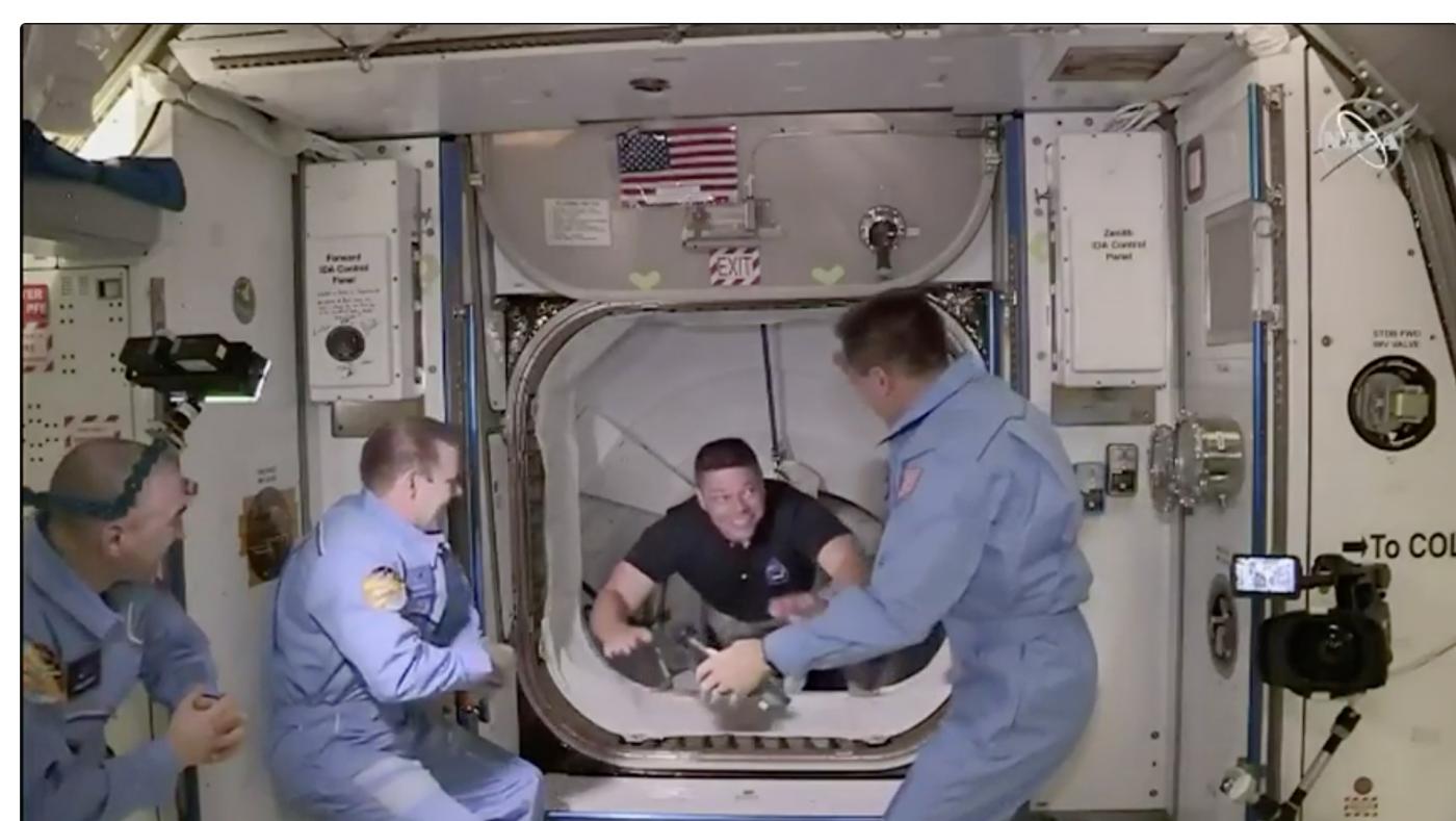 SpaceX太空船与空间站对接成功_图1-11