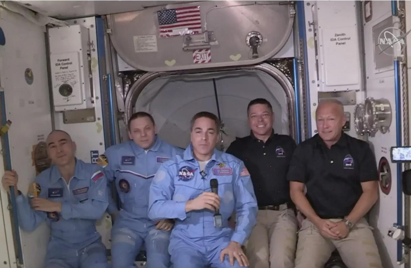 SpaceX太空船与空间站对接成功_图1-12