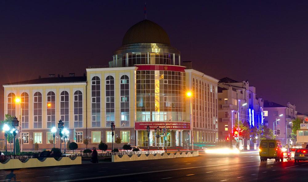 夜间的格罗兹尼市_图1-6