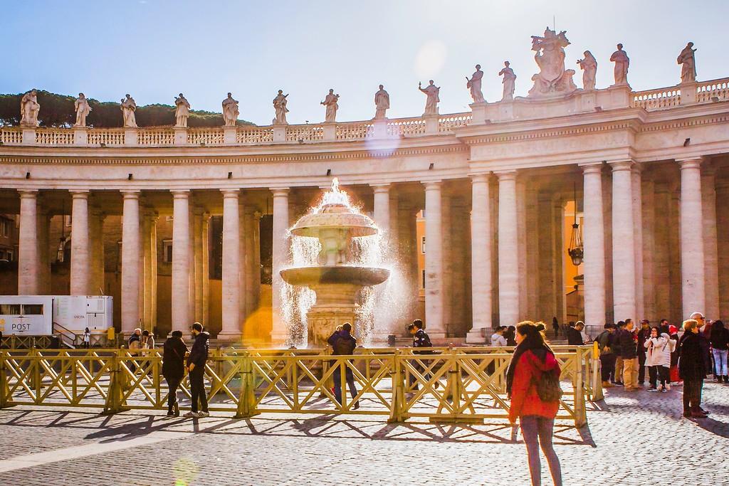 梵蒂冈圣伯多禄广场(St. Peter's Square),闻名天下_图1-3