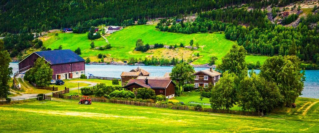 北欧风光,山林中的家_图1-1