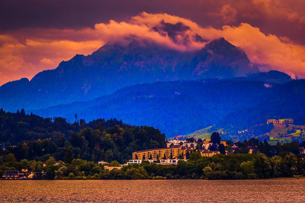 瑞士卢塞恩(Lucerne),透过层云_图1-39